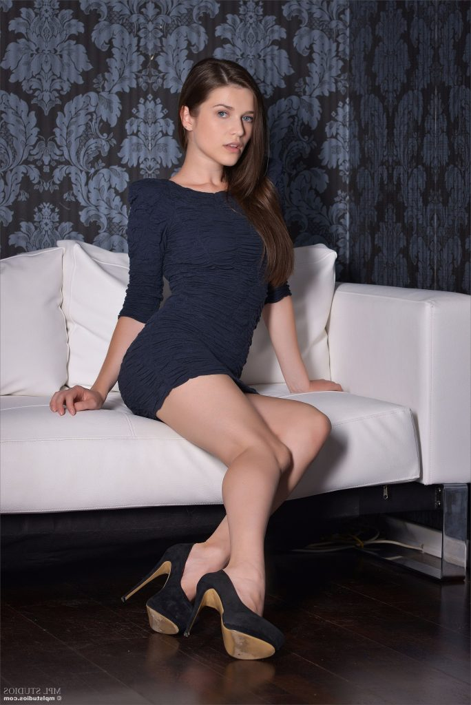Blue Dress Sexy Legs and Cute Face - London Escorts