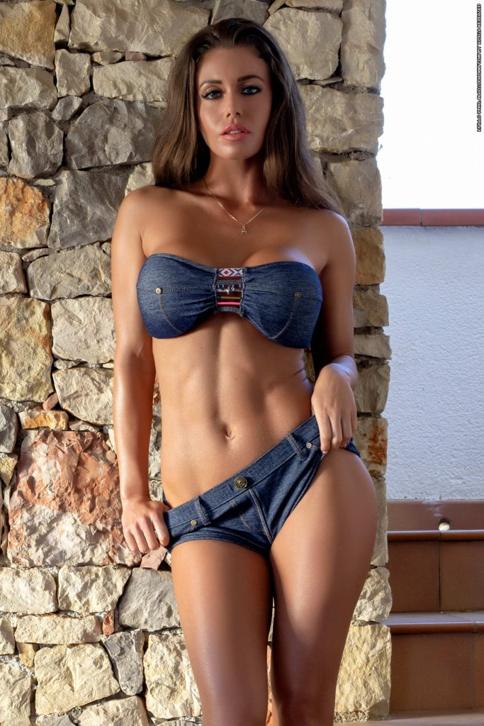 Amazing Brunette With Perfect Boobies